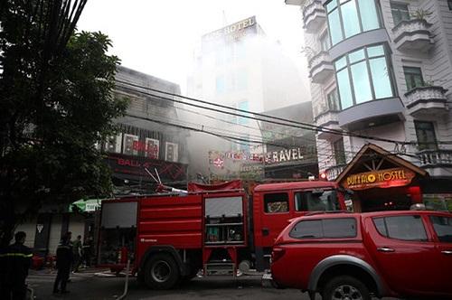 Cháy khách sạn trên phố Lương Ngọc Quyến