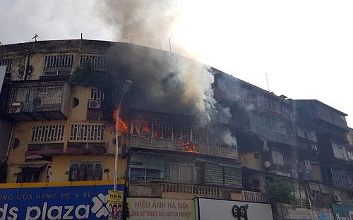 Toàn cảnh vụ cháy lớn tại khu tập thể cũ trên đường Tôn Thất Tùng