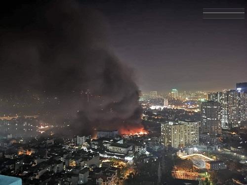 Toàn cảnh vụ cháy nhìn từ trên cao