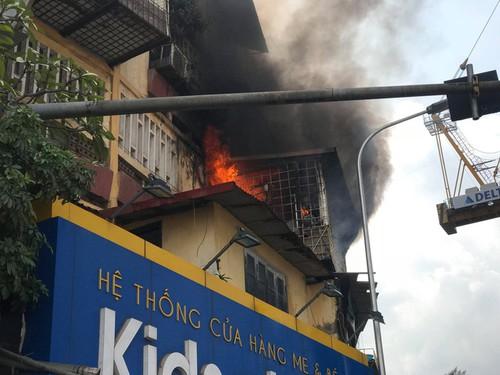 Cận cảnh vụ cháy