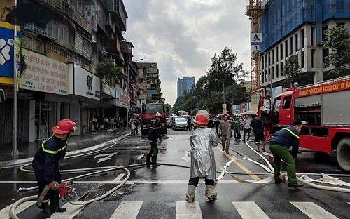 Một góc chụp khác về quá trình cứu hỏa