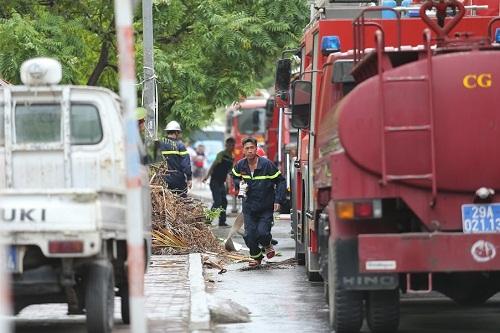 Lực lượng cứu hỏa thực hiện cứu hộ cứu nạn