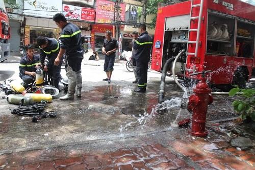 Lực lượng cứu hỏa kịp thời có mặt tại hiện trường