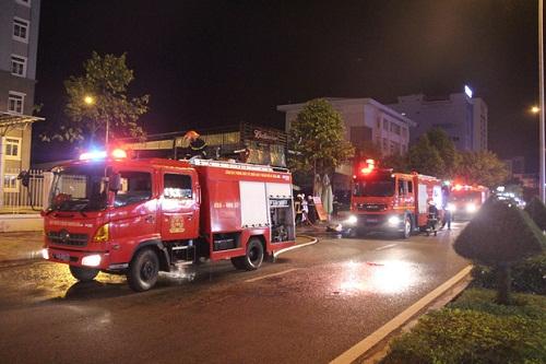Lực lượng chức năng tổ chức cứu hỏa