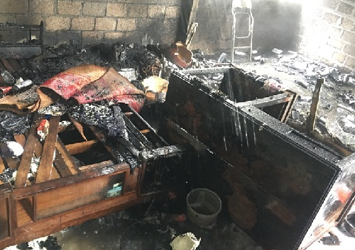 Toàn bộ vật dụng trong khu bếp đã bị cháy rụi