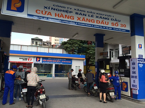 This image has an empty alt attribute; its file name is tram-xang-dau-Petrolimex-Nguyen-Luong-Bang-3.jpg