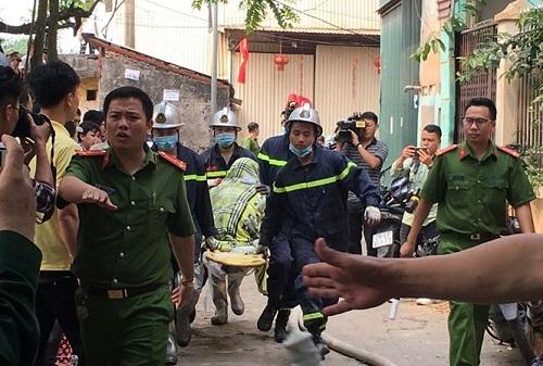 Các cơ quan chức năng đã có mặt và điều tra nguyên nhân vụ cháy