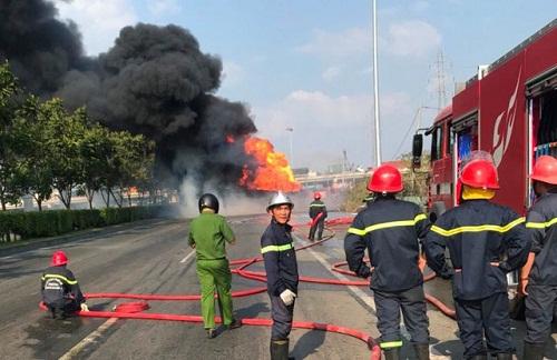 Lực lượng cứu hỏa nhanh chóng dập lửa